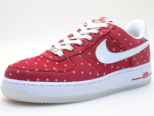 size 40 f8840 41356 Is it too early to start thinking about Valentine s Day  The Nike Air Force  One and Dunk Hi Valentines Day edition 2010.Via