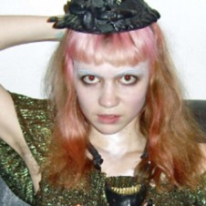 """GRIMES MAKES """"PUSSY RINGS"""""""
