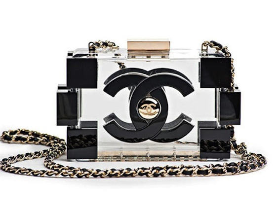 6a73a425211b42 The Chanel LEGO bags appeared in a variety of colors like green (shown  above), pink and blue and a clear and black version which you can check out  below.